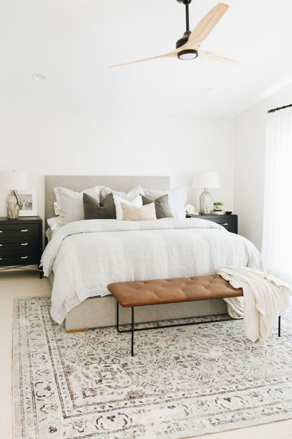 Fabulous White Bedroom Design In The Small Apartment 08 1