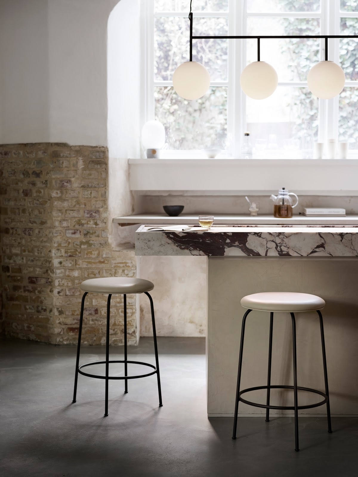 MENU Afteroom stool Counter Suspension